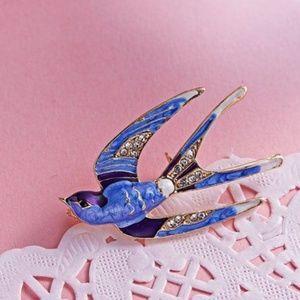Jewelry - ***3/$20~Pretty Swallow Brooch***